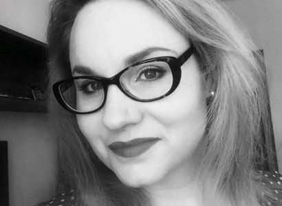 """""""Nejsme žádní hajzlíci!"""" Komentátorka stírá křičící umělkyni z Letné: Je to herečka, víc za tím nehledejme"""