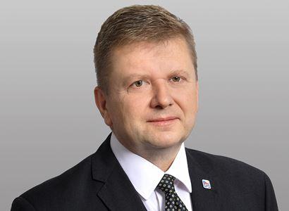 Prouza, obhájce zahraničních řetězců, šíří nepravdy. Poslanec SPD vysvětluje, co je v návrhu, který rozkvičel demoblok