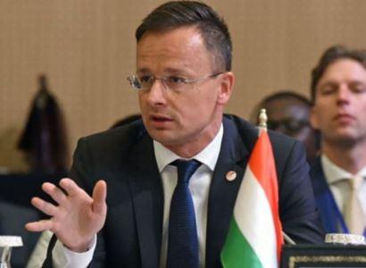 """EU, Soros, peníze, férové volby. """"Učili mě být k ženám slušný. Ale..."""" Orbánův ministr školil moderátorku"""