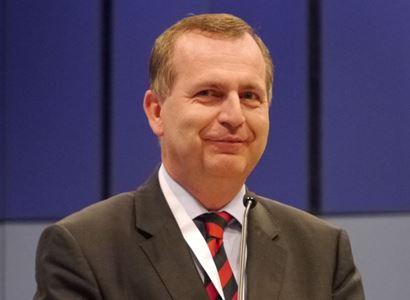 Rouškami virus nezničíme. Rektor UK Zima pro PL: O čem se příliš nemluví