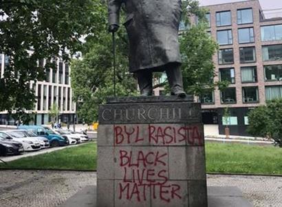 Profesor: Turci brali do otroctví víc Evropanů, než kolik černochů jelo do Ameriky. Afričané byli největší rasa, to skutečně padlo