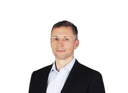 Přidejme se k Orbánovi! Bartoš hledí k Bruselu, jako Gottwald hleděl k Moskvě