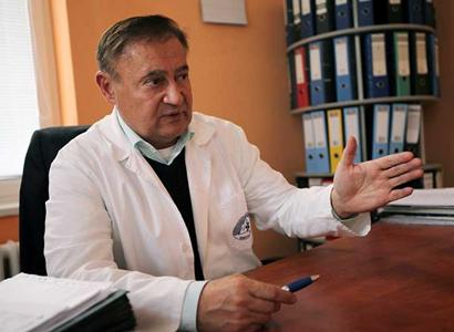 Lékař a předák seniorů: Vládnou nám epidemiologové. Cvičit v rouškách? Nesmysl. Ať vrátí diplom. Co vymýšlí Merkelová. Ti lidé asi onemocněli covidem, působí jim na mozek