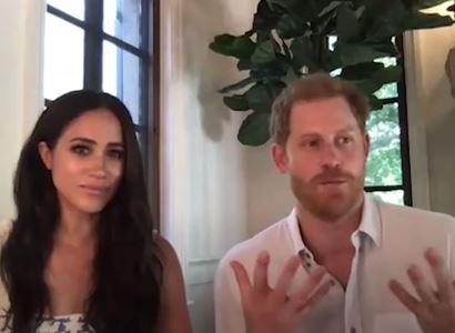 """Smutek za Dianou. """"Lidé plakali a nám nakázali být bez emocí."""" Princ Harry znovu otřásl královskou rodinou"""