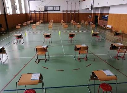 """""""Slavné"""" covid testy: Učitelky poslaly FOTO, s čím se potýkají. Plus roušky ze záclon"""