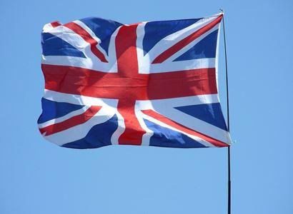 Británie se chystá výrazně rozvolnit. Ve hře je i odložení roušek