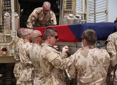 Dvacet let v Afghánistánu: Vojáci nastoupili na Vítkově. Zeman odmítl účast, zato Černochová se rozepsala