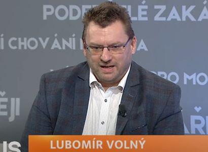 Lubomír Volný: Očkování je globální byznys. Babiš na krizi bohatne, prodlužuje ji