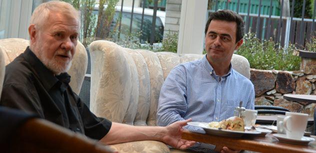 V Bruselu mi přezdívají mister Donbas, pochlubil se Jaromír Štětina deseti divákům. Putin patří do Haagu, za Zemana se samozřejmě stydím