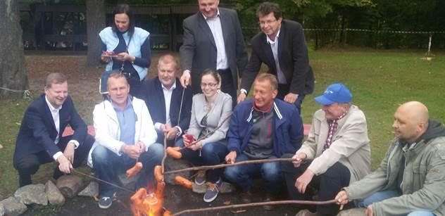 Z našich daní se financují takové zrůdnosti jako EET, bouřil se na akci ODS bratr europoslance z ČSSD