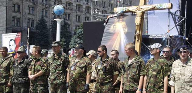 Válka na Ukrajině může skončit apokalypsou, jsme užiteční idioti USA, svinstvo. A agresivní Putin... Zaorálek, kníže i Okamura zhodnotili rok od svržení Janukovyče