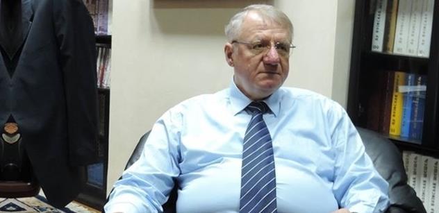 Drsný srbský politik Šešelj po dvanácti letech propuštěný z Haagu: Za všechno zlo může Západ. A Putinovo Rusko s Čínou...