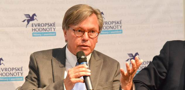 Soros chtěl původně svou univerzitu umístit do Prahy, ale Klaus mu v tom zabránil, vzpomíná na dění v minulosti Libor Rouček