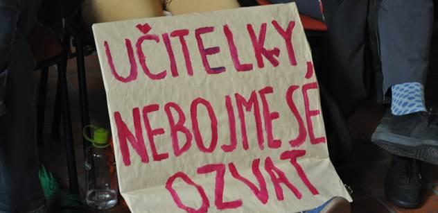 Do Prahy se sjeli rozzlobení učitelé a chtěli vyšší mzdy. Ty ale zpražil ministr Pilný: Vím, že práci děláte spíše jako poslání než povolání...