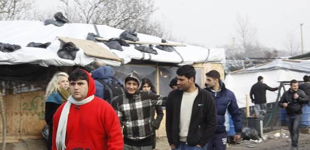 Zklamaní uprchlíci: Jídlo bylo odporné, ani zvířatům by to neměli dávat. Nutili nás spát ve studených budovách. Tohle nám pašeráci neslibovali, vracíme se