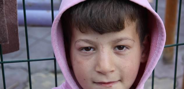 Pomáháte uprchlíkům? Je to nevhodné pro děti, vyslechla si přítelkyně pobodaného muslima od úřednice