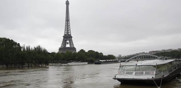 """Obyvatelé luxusní čtvrti Paříže zuří jako nikdy. Starostka jim tam stěhuje nové """"nájemníky"""""""