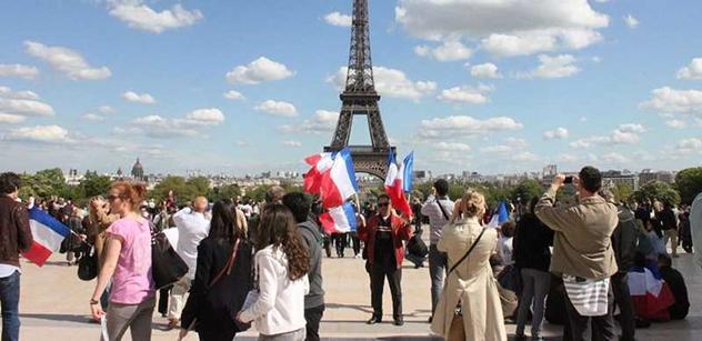 Ve Francii je zase veselo kvůli muslimům. Po burkách vzedmul vlnu vášní…