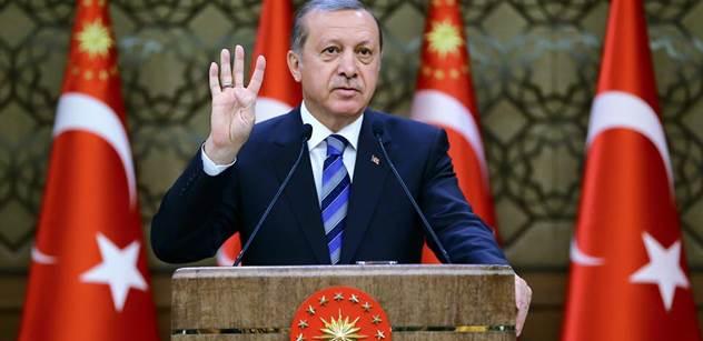 Turecko: Erdogan kouše. Znepokojivé a špatné zprávy. Už je jich opravdu hodně