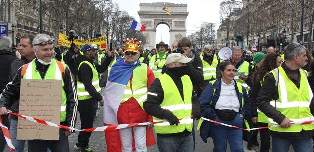 """Velké přerozdělování bohatství lidem a pro lid. Macronovi bude horko z toho, co plánují žluté vesty. Je tady """"žlutý březen"""". Reportér PL v ulicích Paříže"""