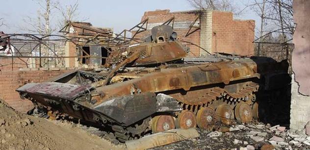 Nehorázné! Amnesty International kritizuje chování armády Ukrajiny, která prý blokuje náklaďáky s pomocí civilistům