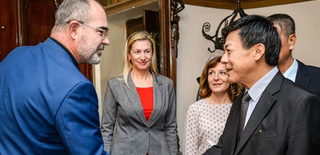 Velvyslanec Vietnamu navštívil Plzeň, setkal se s primátorem města