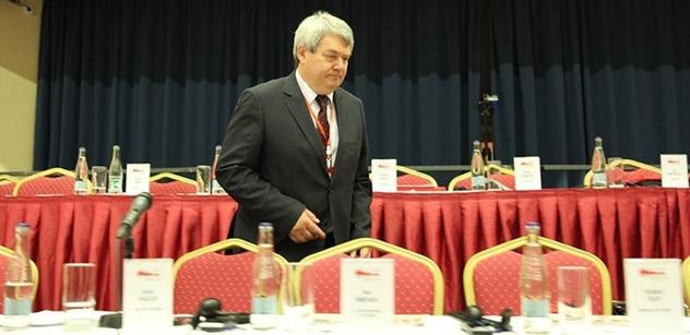 Už je to tady. Předsedu KSČM Filipa vyzvali soudruzi k rezignaci. Bude se to řešit na ÚV. Máme podrobnosti