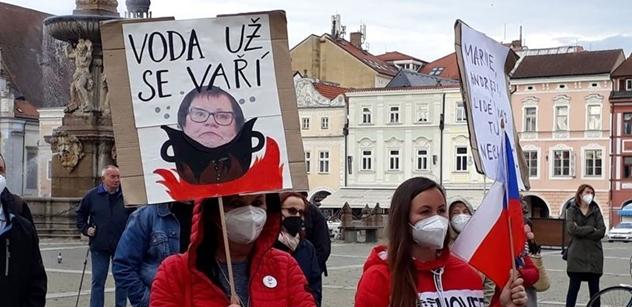 """""""Feri šuk*l. Feri je úchyl!"""" Budějovice zažily chvilkaře. Chvilkaři velkou legraci"""