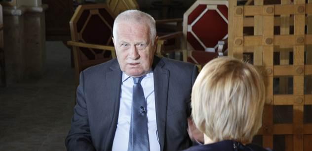 Václav Klaus při konferenci na Rhodu pro PL: Krizi nezpůsobili migranti, ale Merkelová, Gauck, Tusk a podobní. Když jsem slyšel kancléřku, ťukal jsem si na čelo