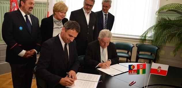 Jihočeští záchranáři mohou oficiálně zasahovat v Horních Rakousích. Hejtmani Zimola a Pühringer podepsali memorandum