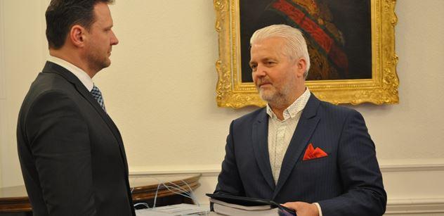 Do Sněmovny dorazila petice za dostavbu D49 a D55. Poslanci by ji mohli projednat v květnu, uvedl Vondráček