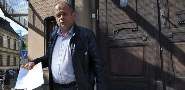 """Přibude Babišovi k """"Čapáku"""" další trestní stíhání? Soukromníci podali na premiéra oznámení pro podněcování k nenávisti"""