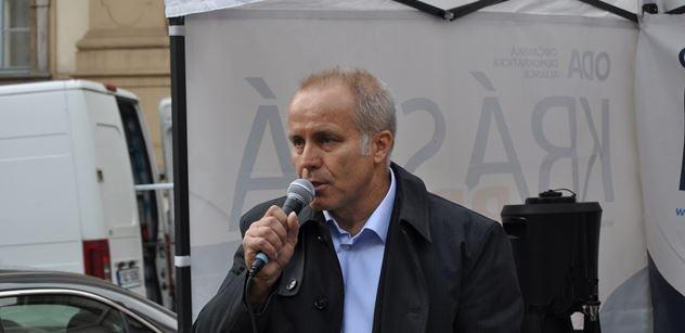 Sehnal zápasil s větrem. Předal petici za park Miloše Formana a omluvil se režisérovým dědicům