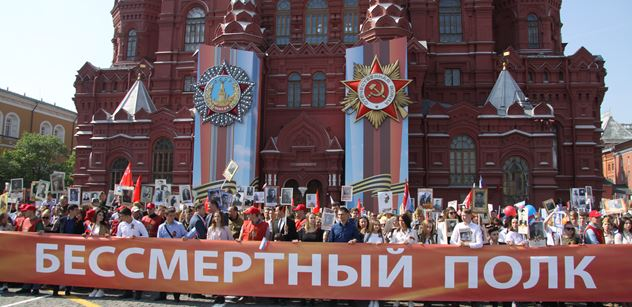 Rusové v Moskvě pro PL: Média u vás tvrdí, že vás Sovětský svaz za druhé světové války obsadil. To je lež. Lžizápad potřebuje nepřítele