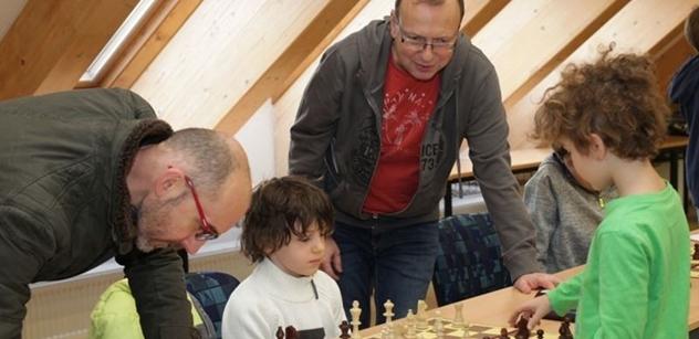 Praha 5: Petr Lachnit zahájil 15. ročník Mikulášské šachové nadílky