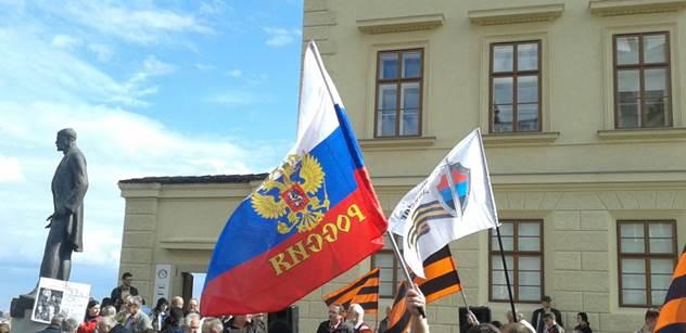 Jen pro silné žaludky! Na demonstraci za Rusko se vytahovaly hrůzy z Oděsy
