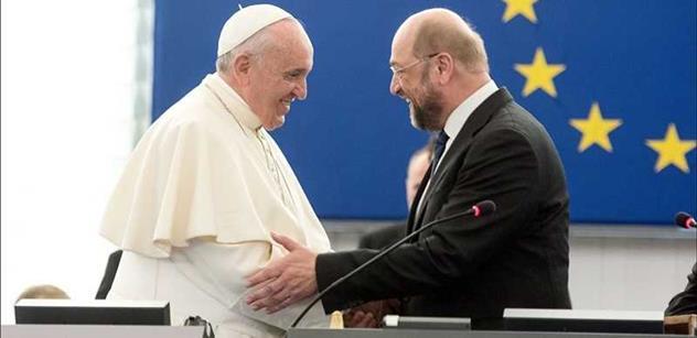 Biskupové Byzantského patriarchátu vyzývají papeže k abdikaci: Děti zmasakrované v hnětacím stroji ho nezajímají