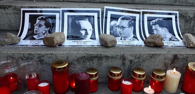 """FOTO """"Komunista, práskač a tunelář, slovenský udavač Babiš. Komunista Zeman."""" Umělci se sešli, aby se vyjádřili k vládě"""