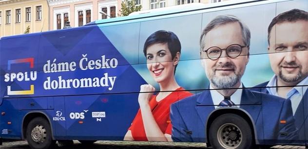 """""""Doufali jsme ve víc, ale..."""" Zatímco Fiala s Pekarovou opodál rozdávali noviny, my jsme v Liberci zpovídali kandidáty SPOLU"""