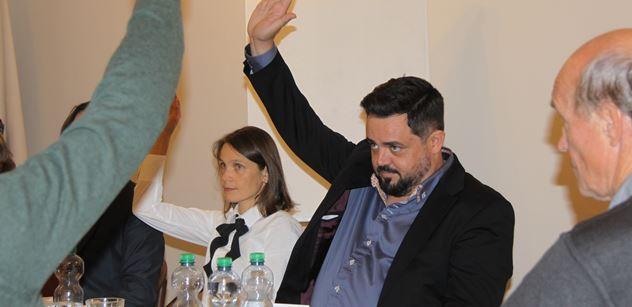 FOTO Lidi jsou hloupý, jinam mě už nezvolí. Pavel Novotný se za přítomnosti PL stal starostou. Přednesl sliby i příběh