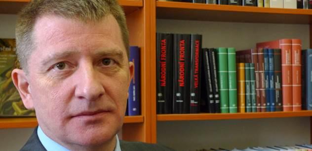 Autor knihy o Jiřím Drahošovi: Češi se chovali po válce jako dobytek