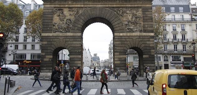 """Le Penová kvůli """"noční můře"""" v Paříži přerušila předvolební kampaň"""