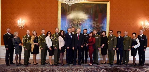 Zeman na Pražském hradě jmenoval osm nových generálů