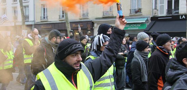 Ve Francii zemřelo více lidí na silnicích. Mohou prý za to také žluté vesty