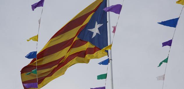 Ve Španělsku to vře. Desítky tisíc Katalánců pochodují za osvobození svých politiků