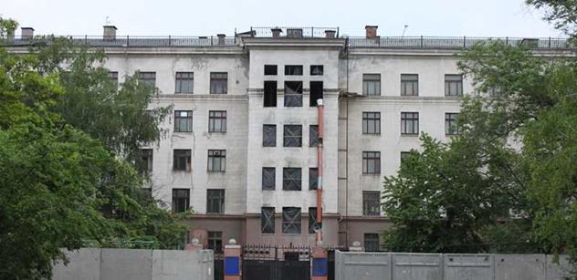 Byli jsme v Oděse, městě, kde to doutná: Zdevastovaný Dům odborů zatarasen. Kdo sdělí názor, má problém