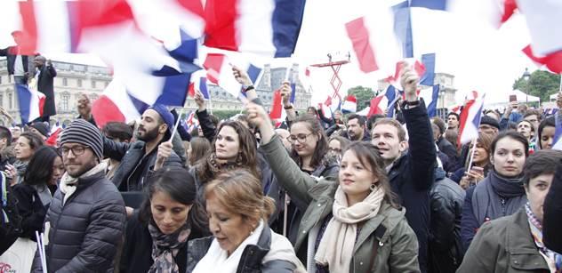 Byli jsme na Macronově párty, kde vládlo nadšení. V jiné části Paříže se ale dělo úplně něco jiného. To by nového prezidenta zvedlo ze židle