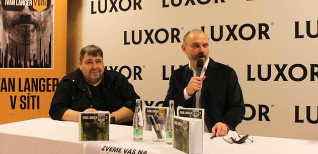 Ivan Langer představil svou novou knihu, ve které prý ucítíte slavného francouzského básníka. Křtili Vondra a Marek Benda, podívejte se na FOTO