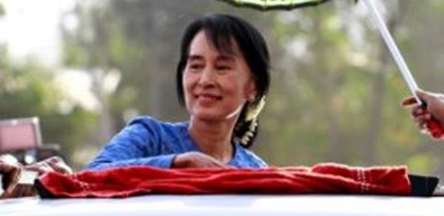 """Tereza Spencerová: Lesk a bída """"demokratické ikony"""" Aun Schan Su Ťij"""