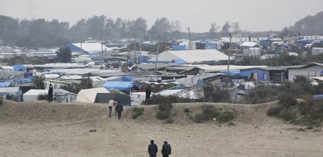 """Vznikne nová """"Džungle""""? Kolem francouzského Calais už se zase houfují uprchlíci"""